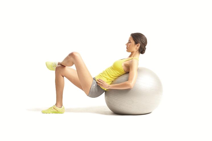 tập yoga với bóng cao cấp